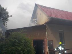 Tűz ütött ki egy családiház melléképületében Debrecenben a Kígyó utcában