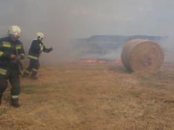 Berettyóújfalui tűzoltók oltanak